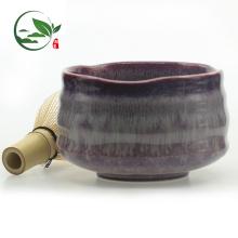 Tazones esmaltados de porcelana roja clara usados para sostener el polvo de Matcha