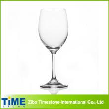 Vidro bebendo típico do vinho vermelho típico para a venda por atacado
