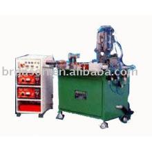 Machine de remplissage et de soudure pour briquet en plastique