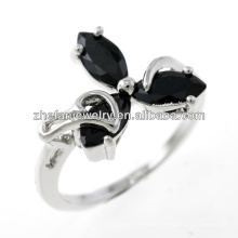 Juweliergeschäft Kupferschmied Schmuck drei Stein Leaf Ringe