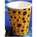 Taza de café acanalada caliente, taza de té de leche de publicidad