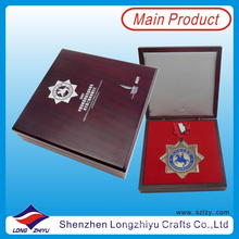 Горячая продавая звезда сформировала изготовленный на заказ медали с тесемкой и изготовленным на заказ коробкой