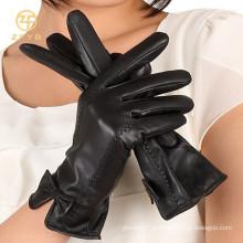 Moda arco estilo feminino luvas de couro da mão