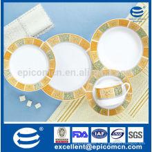 Décalque classique simple et bon marché avec un ensemble de vaisselle composé en porcelaine de haute qualité