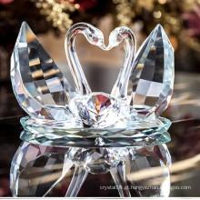 Cisne de cristal bonito para o presente de casamento