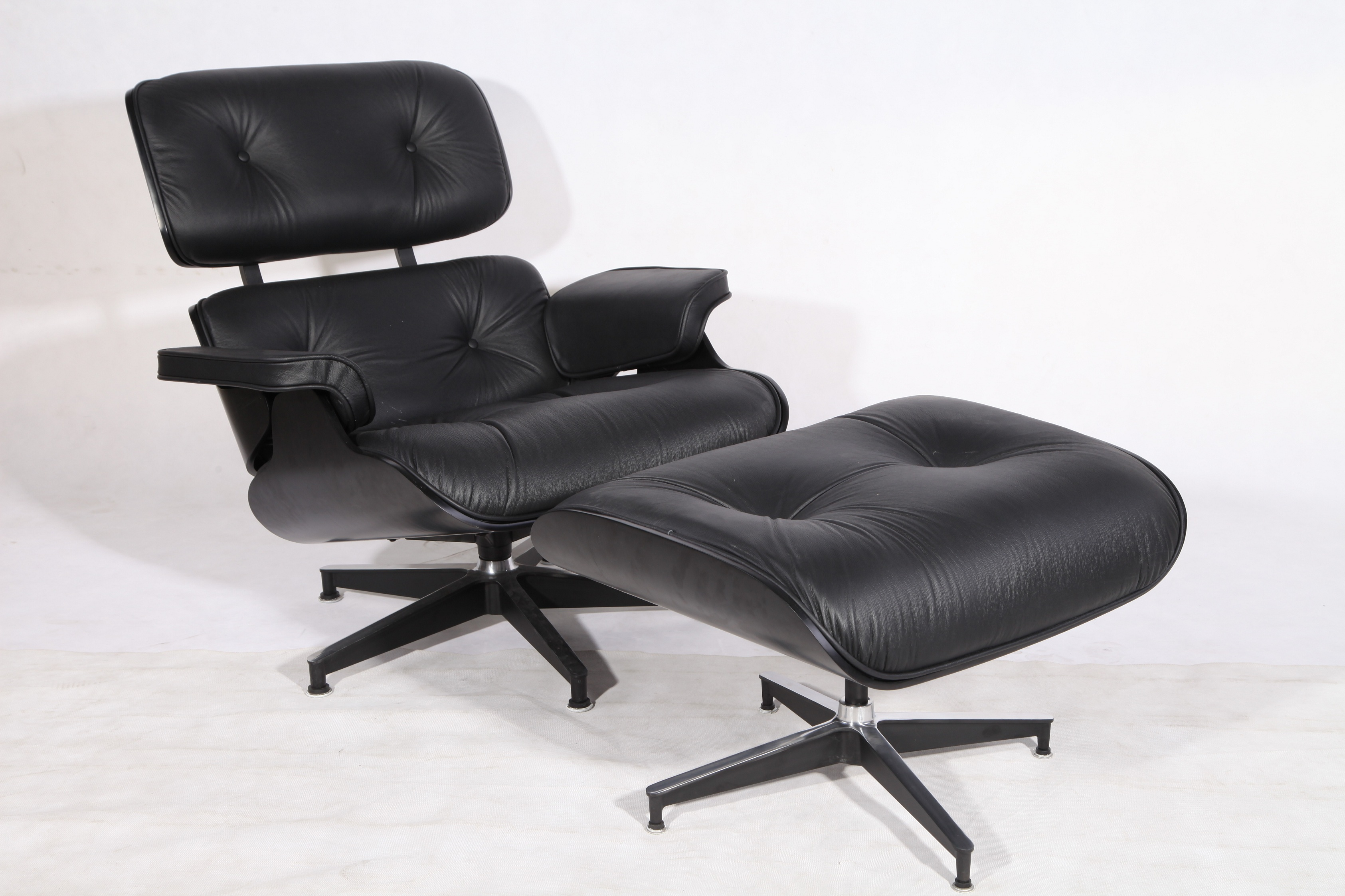 Charles and Ray Eames Black version
