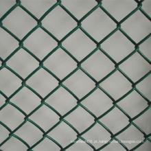 Cerca da malha do elo de corrente da cor verde do PVC