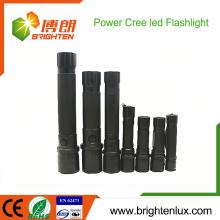 Heißer Verkauf CE Rohs genehmigte leistungsfähigste Aluminiumnotwendigkeits-Gebrauch-trockene Batterie Zoomable betriebene 10W EDC Cree führte Solar-Taschenlampe