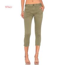 Pantalon chino ajusté en coton vert clair