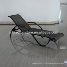 Chaise empilable de chaise de maille de jardin avec le bras en bois de teck
