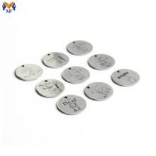 Étiquette de bijoux en métal personnalisée estampage des étiquettes