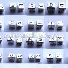 Grânulos do cubo do alfabeto de 3.5mm do furo da liga do encanto 6 * 6mm