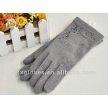 sheep wool gloves with embroidery