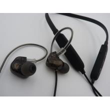 Auriculares deportivos estéreo Bluetooth en la oreja