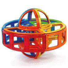 Montar brinquedos educativos magnéticos