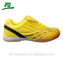 Sapatos de futebol masculinos