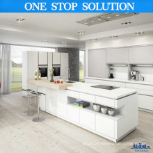 Armários de cozinha de cores brancas de estilo minimalista