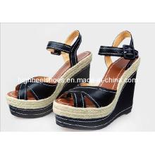 Mode High Heel schwarze Frauen Sandalen mit Keilabsatz (Hcy02-567)