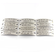 Engraved Jewelry Tags Custom Stamped Inspirational Sayings Pendentifs en métal pour bracelet en cuir
