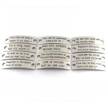 Gravura Jóias Etiquetas Custom Stamped Inspirational Sayings Metal encantos para pulseira de couro