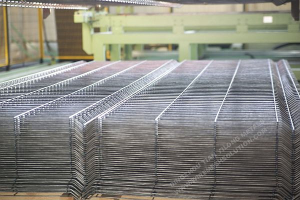 2430mm 3D Wire Mesh Fence Panel