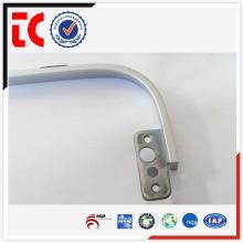 China berühmte Aluminium-Druckguss-Teile / adc12 Aluminium-Gussteil / weiß lackiert Displayer Stützrahmen