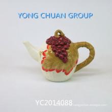 Chaleira de cerâmica pintada à mão com alça
