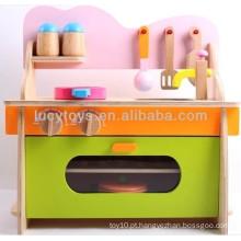 Brinquedo de cozinha de madeira