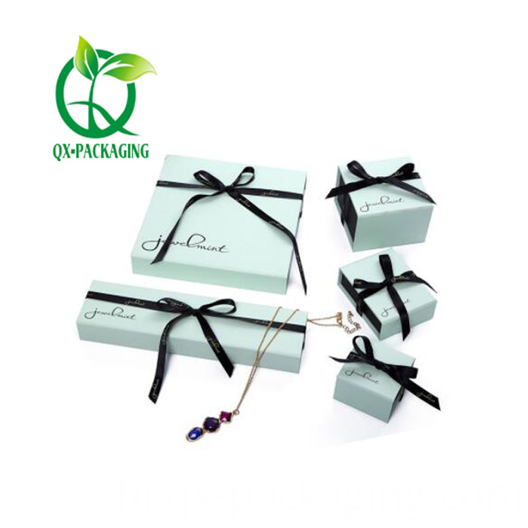 Custom jewelry packaging