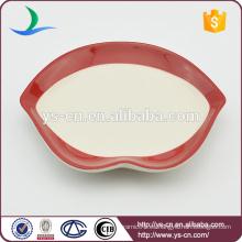 Plato de cerámica de los labios rojos para la decoración casera
