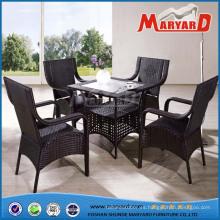 Mesa y sillas de restaurante