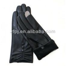 Mesdames habillent des gants en cuir de chèvre pour iphone
