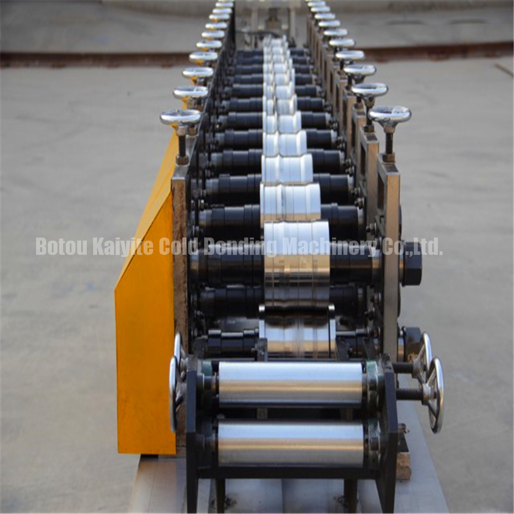 Perforated Rolling Shutter Door Machine2