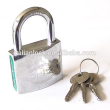 Chandelier à clés croisées chromées