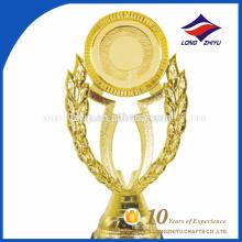 Fábrica personalizada fornece diretamente troféu de prêmio de ouro e plástico