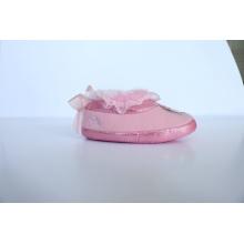 Zapatilla interior para niños con bordado