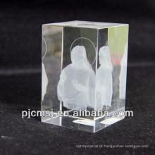Modelo de cristal de Jesus do laser 3d como a lembrança ou os presentes