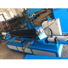 Máquina de fecho e dobragem de conduta de condutas de ar