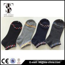 2015 Kundenspezifische Art und Weise weiche Kinder Socken Berufsfabrik