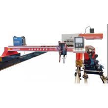 Opérateur de machine de découpe plasma CNC