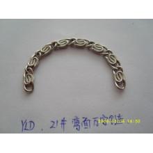 Cadena de cadena al por mayor del precio de fábrica / cadenas metálicas con la cadena de metal decorativa de la insignia de encargo