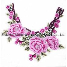 Collier en fleur de dentelle multicolore couture sur fil de polyester utilisé