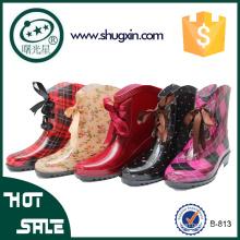 Китай дешевые ботинки дождя водонепроницаемый женщин плоские ботинки дождя