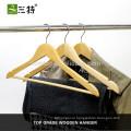 Модные деревянные вешалки