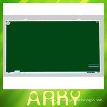 Kinder schreibt Blackboard
