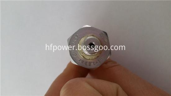 2011 oil pressure sensor 01182482 (2)