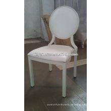 Weiße Hochzeitsgesellschaft stapelbare Stühle auf Förderung XA3231