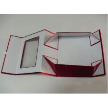Caja de regalo plegable de papel metálico rojo con ventana