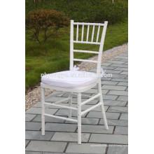 Chaise en chiavari en résine de banquet blanc avec coussin