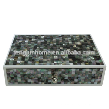 Black mother-of-pearl storage box for hotel amenity set